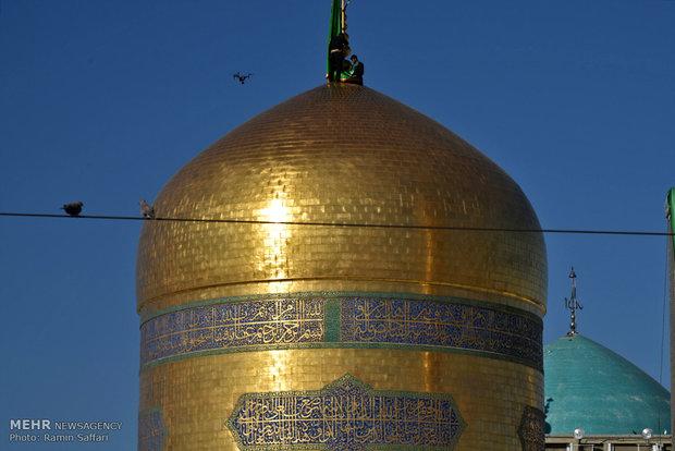 پخش زنده مراسم تعویض پرچم گنبد رضوی از شبکه قرآن و معارف سیما